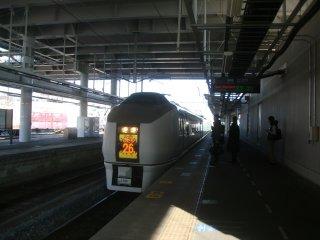 スーパーひたち26号で土浦に向かう。