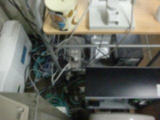 配線が乱雑だったサーバ周り。