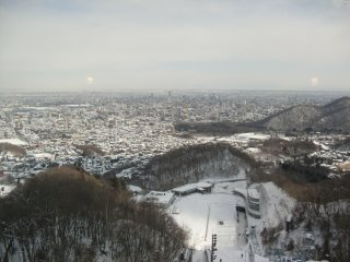 札幌市内を展望する。