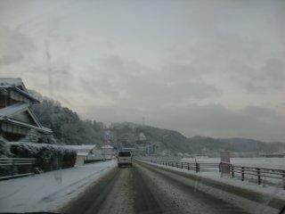 北海道には及ばないものの、工場周辺も雪でした。