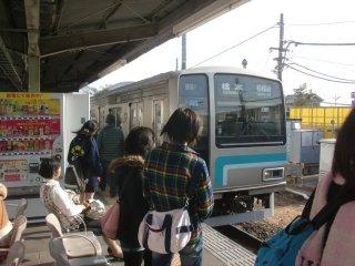 相模線に初乗車(番田駅)。単線に驚く。
