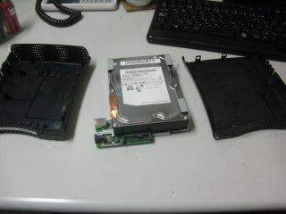 くだんの外付けHDDを解体。