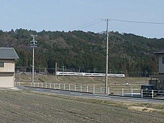 東海道線のバイパス線を走る特急しらさぎ9号。