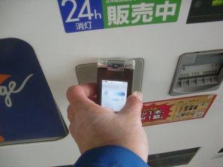 自販機のこのパッドは電子マネー用。