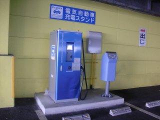 ヤマダ電機のEV用急速充電スタンドです。