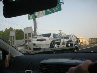 レース専用車の様です。