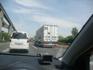追い越し車線ばかりを走るトラックは必ず事故る、です。