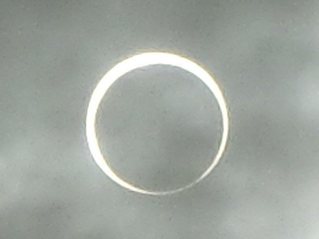 太陽と月と一直線の位置にあると思うと不思議です。