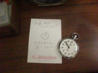 左は私が描いた鉄道時計のイラストです。