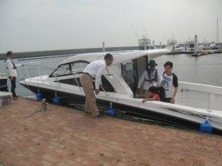 ボートやヨットの展示試乗会をしていました。