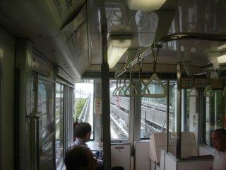 コスモスクエア駅でのニュートラムへの乗継時間が極端に短いです。