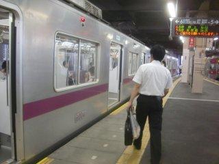 長津田から東急田園都市線で溝の口まで向かいました(車両は東京メトロ半蔵門線のもの)。