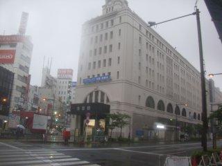 昭和にタイムスリップした様な東武鉄道の起・浅草駅。