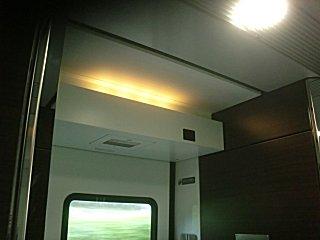 防犯カメラは最近の優等列車の標準装備。