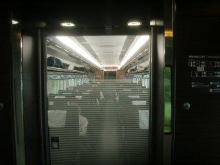 高級感はあるが、JR九州ほど大胆さが無いE657系のデザイン。