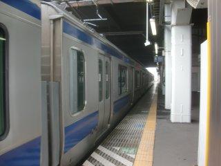 水戸−友部間でやっと新車(E531系)に乗るが、こちらも減灯中。