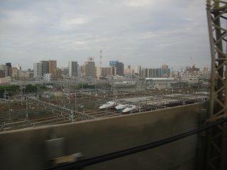 東京−大宮間は騒音対策のため新幹線は減速運転。