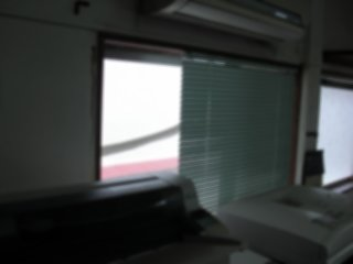 サイド窓に網戸を入れて換気性を改善しました。