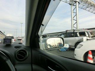 帰りは玉突き事故渋滞に巻き込まれました。