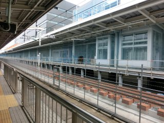 工事が進む新幹線27番線ホーム。