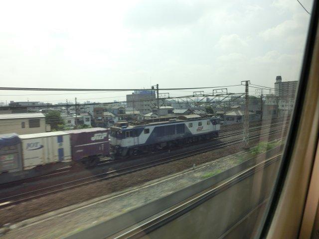 名古屋近辺は貨物列車が多いです。