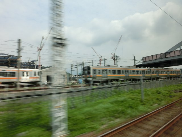国鉄時代の211系電車もやがて淘汰されるのだろう(静岡)。
