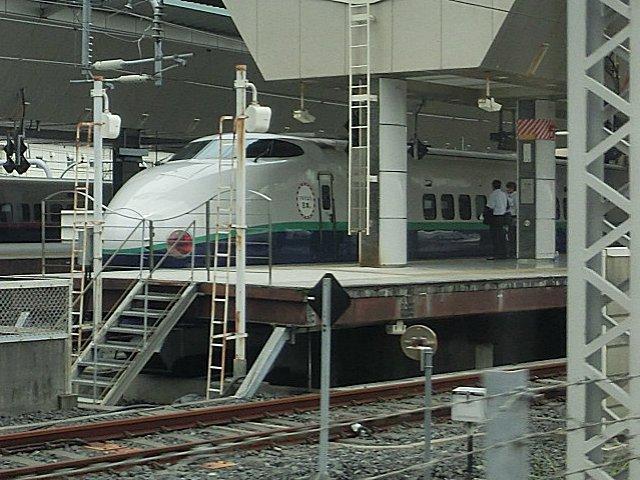 団子鼻の新幹線・200系(東京)。