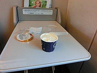 10分ほど置いていたら、マックシェイク状態になったアイスクリーム。