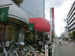 大塚屋の向かいはホビセン大阪です。