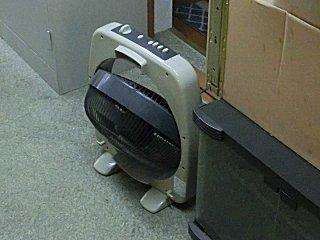 更衣室・多目的室の冷気循環を行ないます。