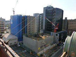 秋分の日でマンション建設現場も殆ど休業。