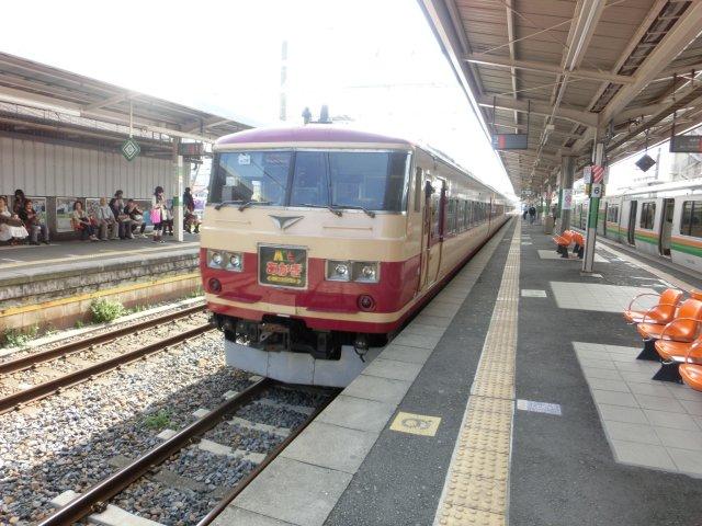 185系旧国鉄特急色あかぎ号です。於桶川駅