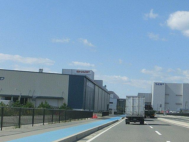 遠くに見えるのがシャープの堺工場です。