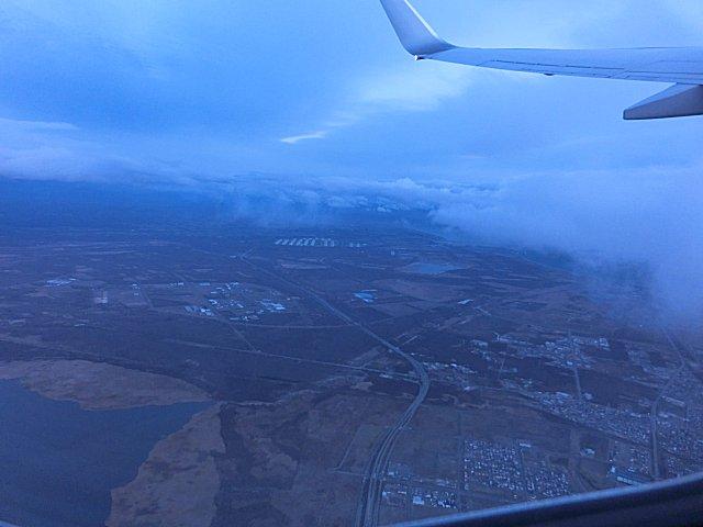 ウトナイ湖上空を飛ぶ。