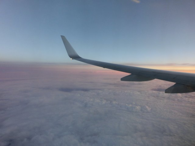 ほどなく津軽海峡を渡り、日本海ルートを飛びます。
