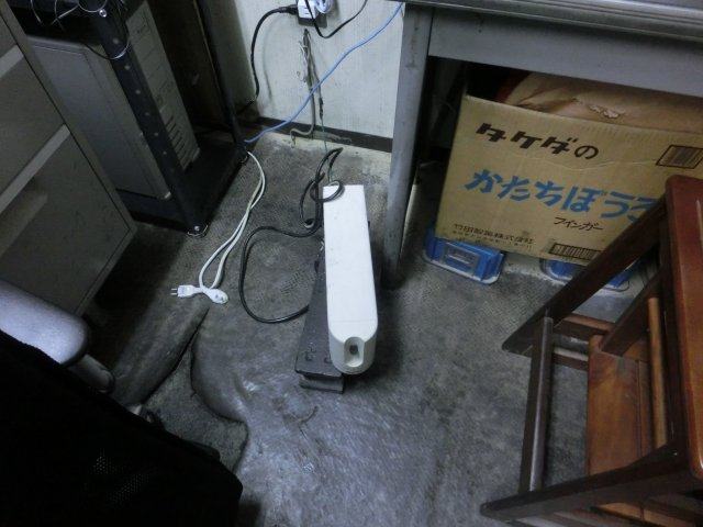 ダメになったAPC製UPSです。