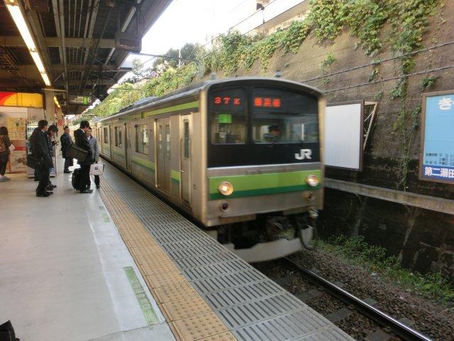 横浜線は6扉車つきの205系です。