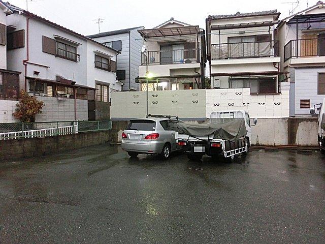 休日の不法駐車が多い角淳一のガレージ。