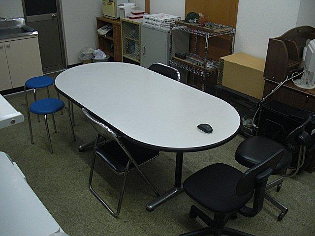 今日は朝ミーティング会場のセッティングです。