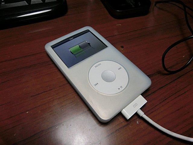 電池が寿命を迎えたiPod classic 160GB。