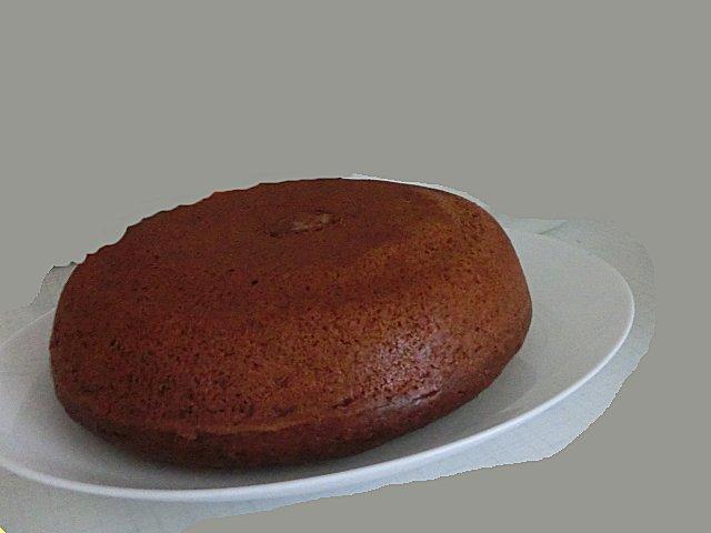 ココアシロップで味付けしたシンプルなケーキです。