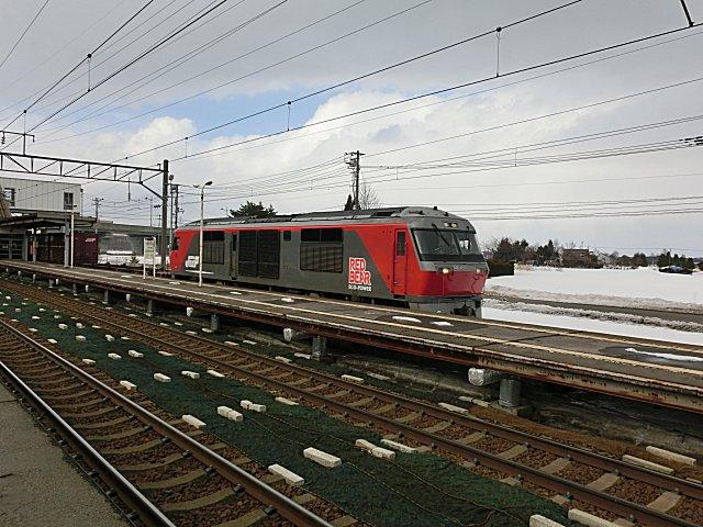 またもやDF200レッドベアの貨物列車です。
