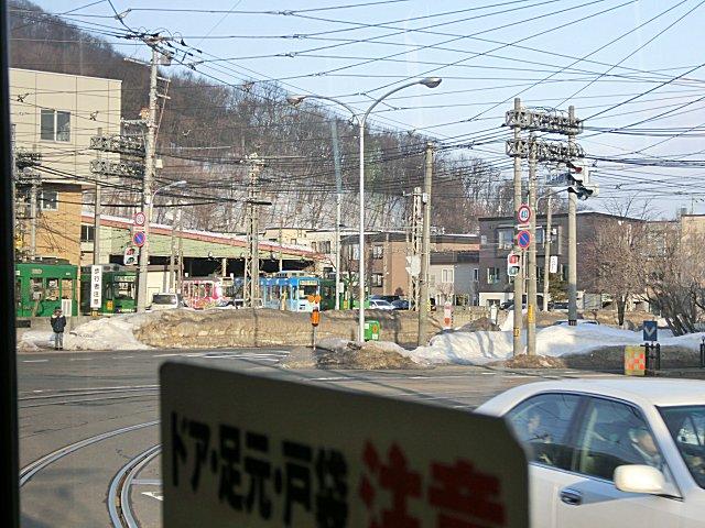 札幌市電の車庫のある電車事業所前電停です。