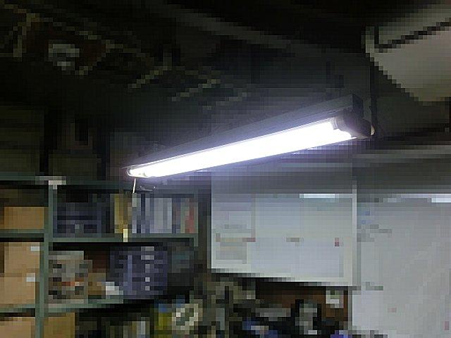 主検査場の蛍光灯をLEDに交換。