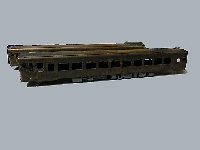 キハ28(改造)のボディにエンドウ・1エンジン気動車の床下を入れてみました。