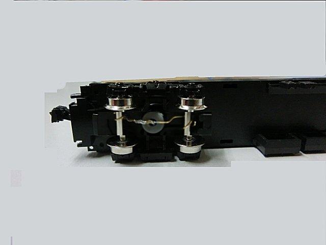 車軸集電の針金の曲げ方にはコツが要る。