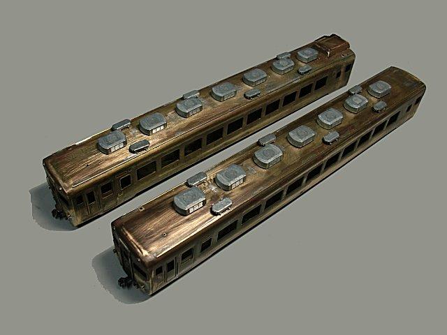 クーラーやベンチレーターの取り付けが終わったキハ58・28。