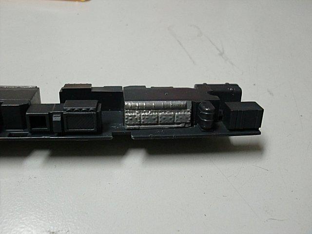 元パーツのエンジン造形部分をカツミに貼り付けました。