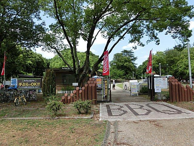 緑地公園のバーベキュー広場です。