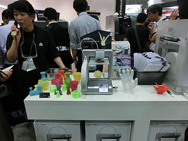 個人用3Dプリンター・CUBE(約16万円)です。